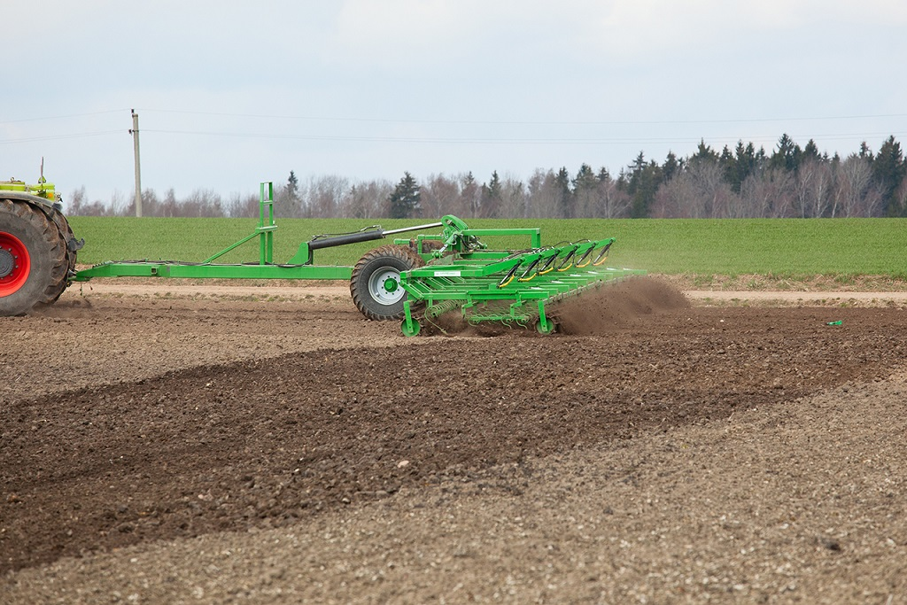 Presowing tillage aggregate - Cultivator