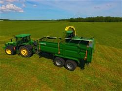 Traktorvagnar Traktorkärror PTL-20F with pneumatic chassis, Laumetris