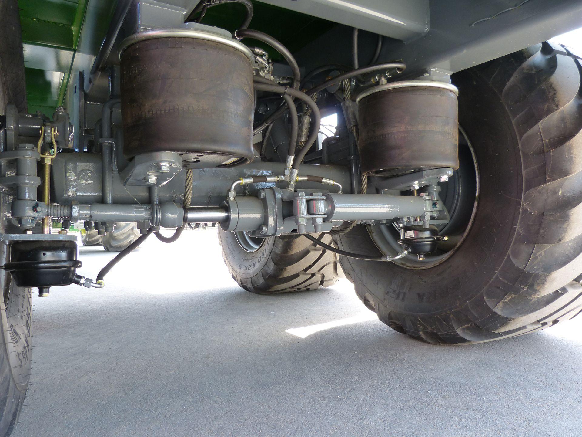 Universali traktorinė puspriekabė PTL-20F with pneumatic chassis, Laumetris