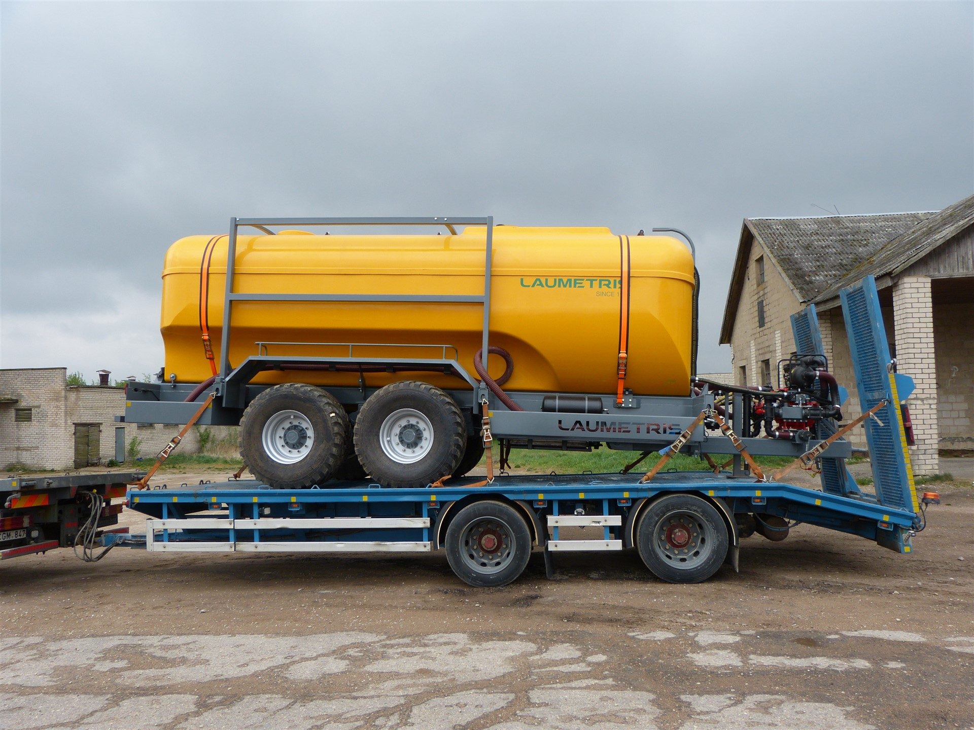 Cisterninė puspriekabė PTL-20V vandenvežis, Laumetris