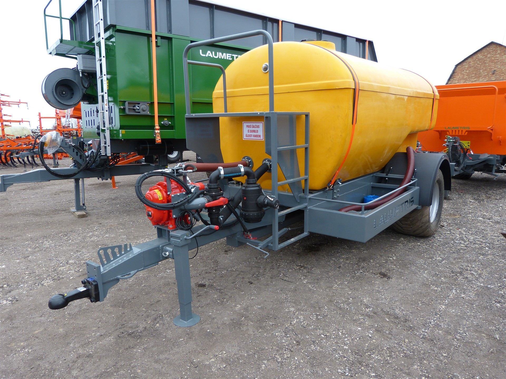 Cisterninė puspriekabė PTL-8V vandenvežis, Laumetris