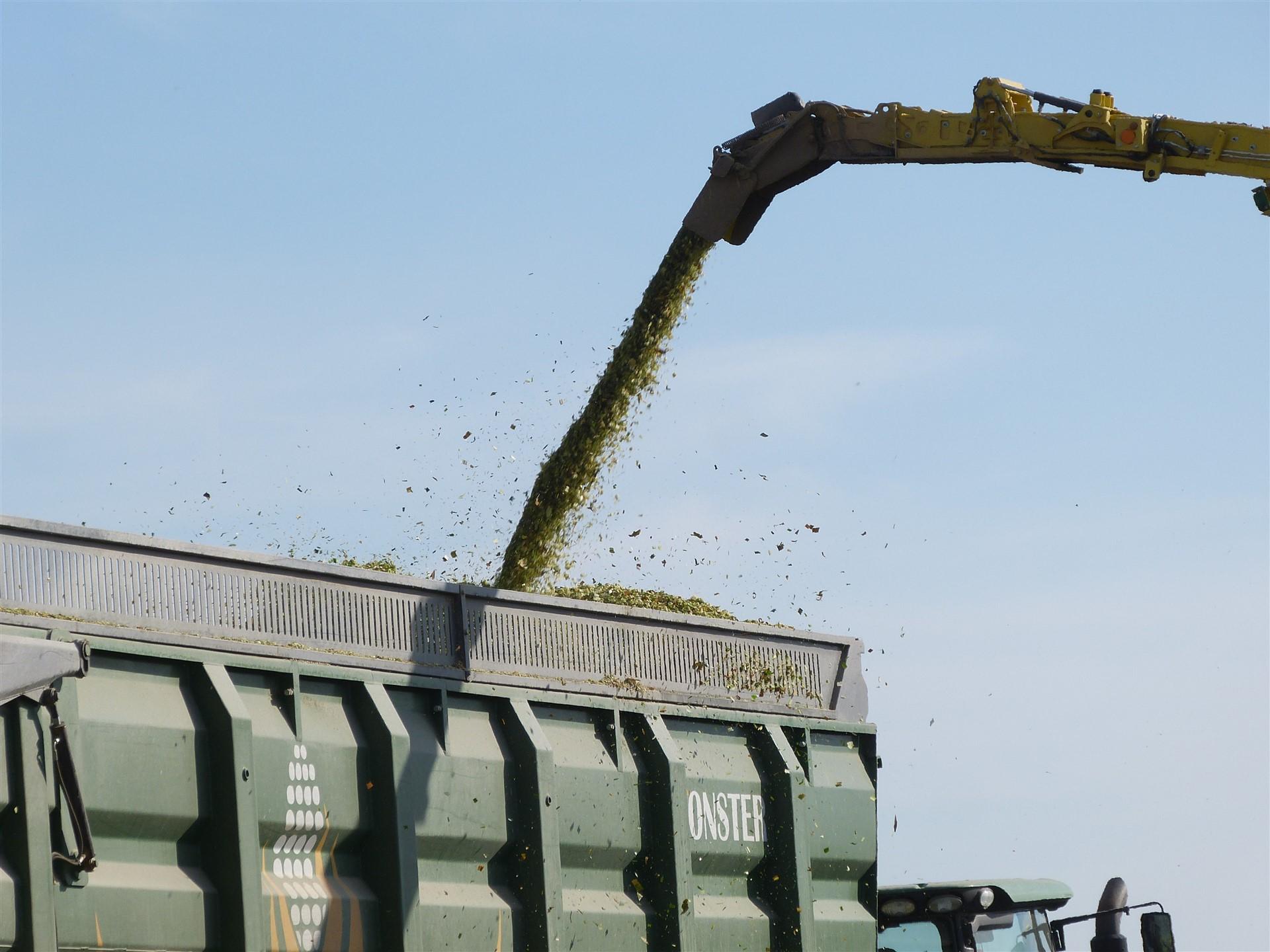 Traktorine puspriekabe silosui PTL-60Z, Laumetris